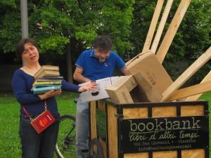"""""""Smettila di frugare nei cassonetti! il birocc serve solo per i libri della BB!"""" (31 maggio)"""